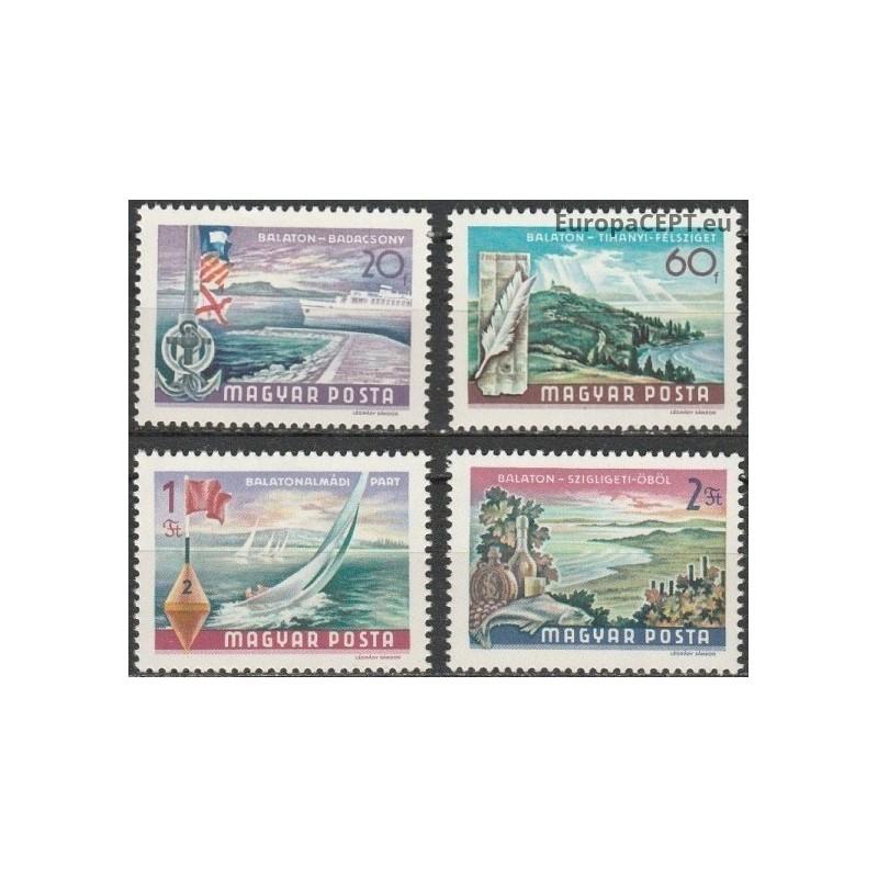 Komorai 1976, Amerikos revoliucija