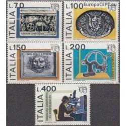 Italija 1976. Pašto istorija